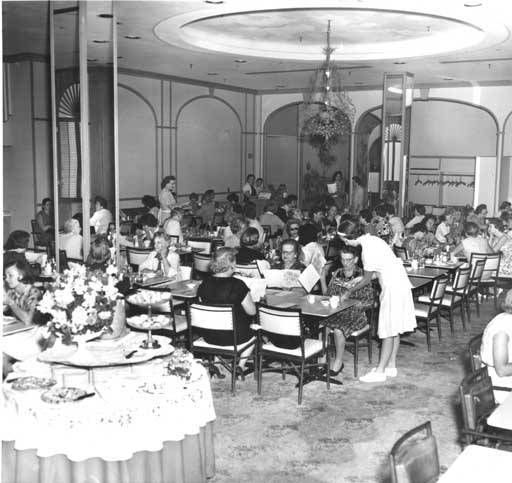 Restaurant dining area, Halle's :: Cleveland Press Collection