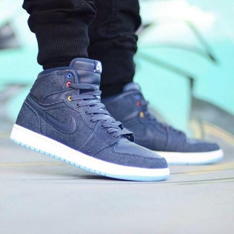 Nike Air Jordan 1 'Family Forever'