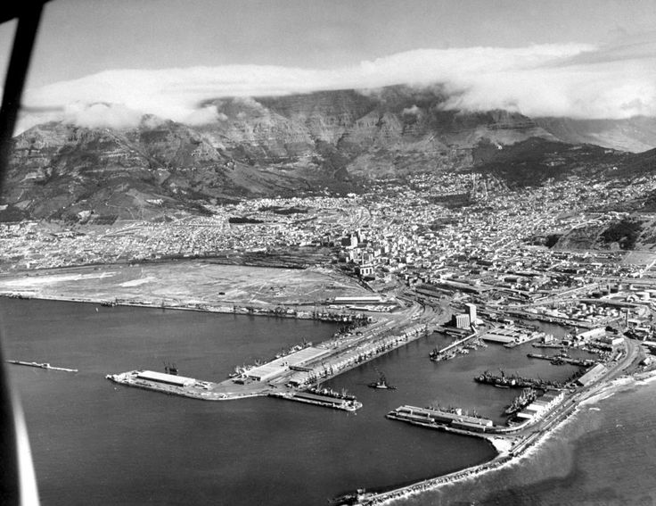 Image from 1946, Cape Town just gained a new peace of land as from Strand Street. It took them 10 years (1935 - 1945) to finish this.