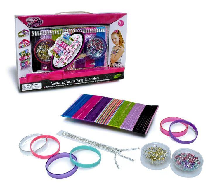 Brazaletes envolventes que podrás crear con estilo único, con aplicaciones de gemas y mostacillas brillantes en 7 diferentes colores. Iincluye cinta adhesiva, aguja, 3 amuletos y manual.