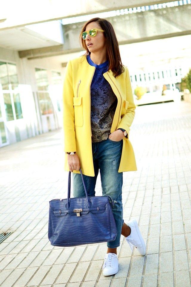 Abrigo amarillo de Zara.