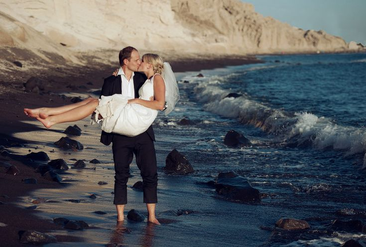 portrait session in Santorini #santoriniwedding #weddingphotography #destinationwedding