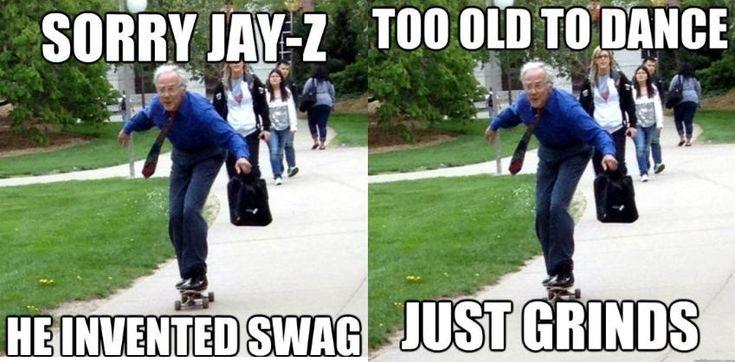Senhor de 68 anos andando de skate vira meme na Internet