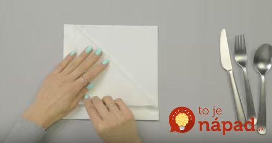Jednoduchý nápad, ktorý očarí všetkých pri stole. Naučte sa elegantné trojité skladanie obrúska.