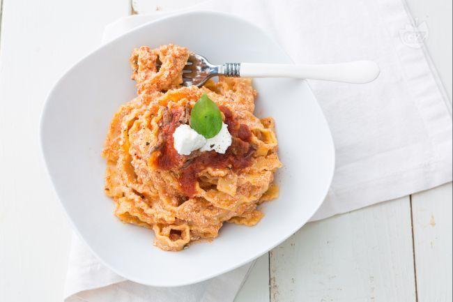 La ricetta dei manfredi con la ricotta è un primo piatto molto semplice e gustoso tipico della cucina campana che si gusta nel periodo carnevalesco.