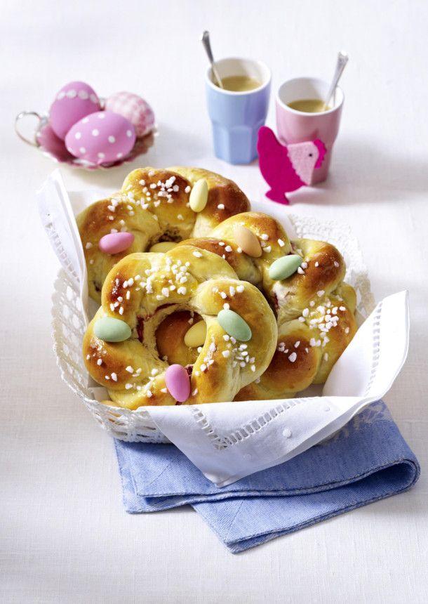 Unser beliebtes Rezept für Mini-Osterkränze mit Zuckereiern und mehr als 55.000 weitere kostenlose Rezepte auf LECKER.de.