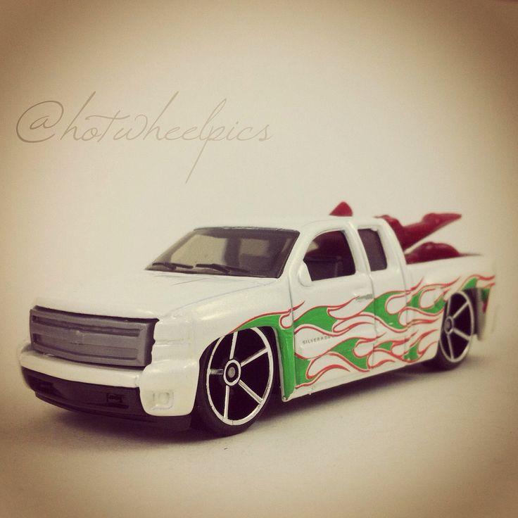 "'07 Chevy Silverado - 2008 Hot Wheels ""Holiday Hot Rods"" #hotwheels   #toys   #diecast   #Chevy   #Christmas"