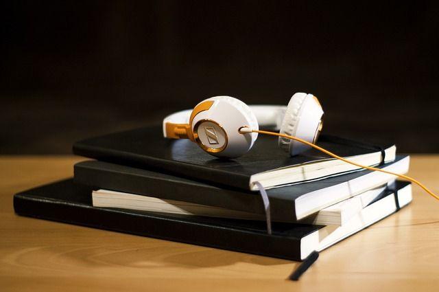books, reading, audio, ακουστικά, βιβλία