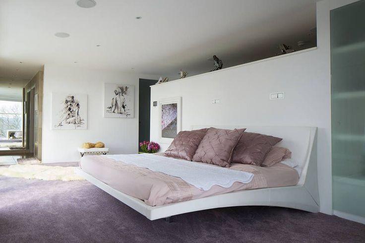 Englishe Underground Mansion – Bedroom