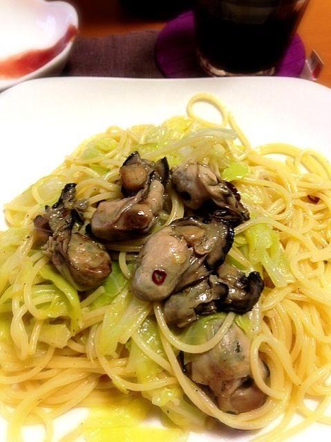 冬に美味しい牡蠣はオリーブオイルに漬けて保存。柔らかい春キャベツと合わせて(*^^*) - 8件のもぐもぐ - 牡蠣のオイル漬けと春キャベツのパスタ by Kanataiyodo