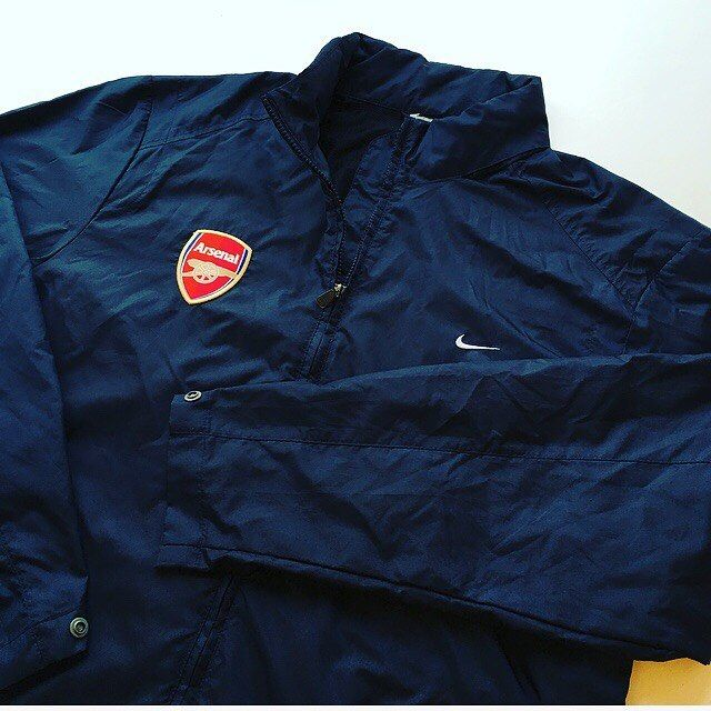 Arsenal windbreaker 💨 link in bio ☝️ #arsenal #arsenalfc #afc #gunners #premierleague #premiership #nike #nikefootball #windbreaker #jacket #football #footballjacket #training #trainingwear #soccer #soccerjacket
