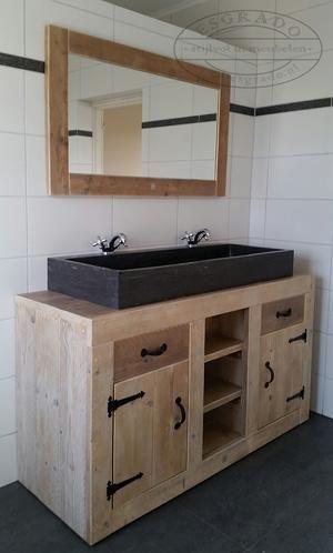 Bekijk de foto van Ineke-de-Jong met als titel Steigerhouten wastafel / badkamermeubel met een grote hardsteen wasbak.  en andere inspirerende plaatjes op Welke.nl.