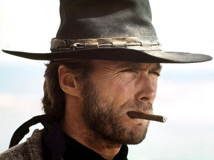 clint eastwood en cow-boy avec le cigare à la bouche                                                                                                                                                                                 Plus