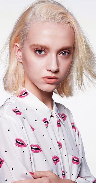 ELLE】RMK | エル・オンライン 〈目もと〉まぶたには1 の左右色をのせ、2 のブラウンで目の上下を囲む。 〈頬〉4 で頬をピンクに染め、3 を目頭のCゾーンにハイライト的に入れる。