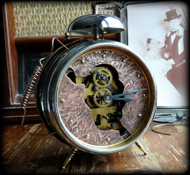 45 best ideas about steampunk home bedroom on pinterest for Steampunk bed