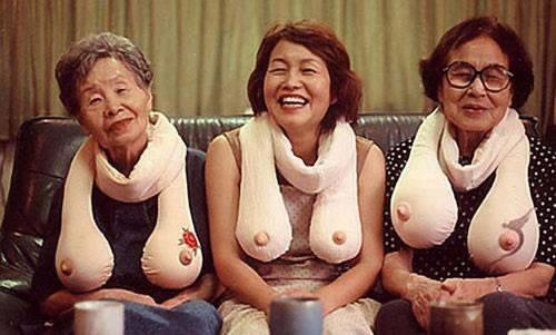 Lovley scarfs ;-): Laughing, Idea, Boobscarf, Boobs Scarfs, Boobs Scarves, Funny Stuff, Humor, Things, Gag Gifts