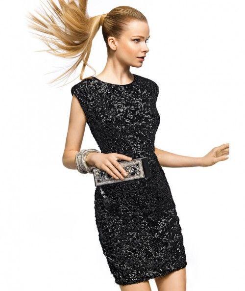 Vestido de fiesta corto elegante en color negro con mangas cortas y destellos metálicos - Foto Pronovias