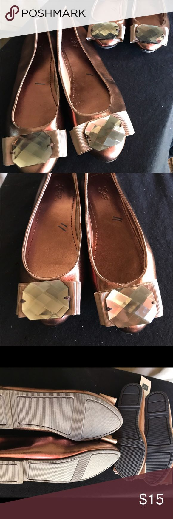 Girls bronze dress slip on shoes Gap  11 and 1 Straight off the wardrobe truck  of some undisclosed movie set,  I HAVE A LOAD  of adorable unworn, barely worn or slightly worn clothes, shoes, boots and sandals for kids and adults!        🎬👟👢👠👞🎬.                                  Gorgeous bronze with bronze gem dressy slip on flats for big sis and little sis. 2 pair will sell separate or together. Gap kids Shoes Dress Shoes
