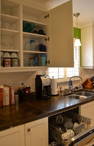 Short tips to organize your kitchen. ANYONE can do this to make their lives much easier!