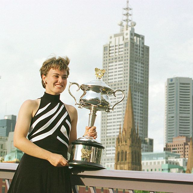 Martina #Hingis became the youngest Grand Slam Champion at aged 16 in 1997 and defended her title in 1998 & 1999 #ausopen