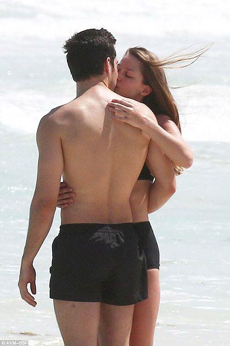 New Couple Alert!!! Supergirl co-actors Chris Wood and Melissa Benoist confirmed Dating
