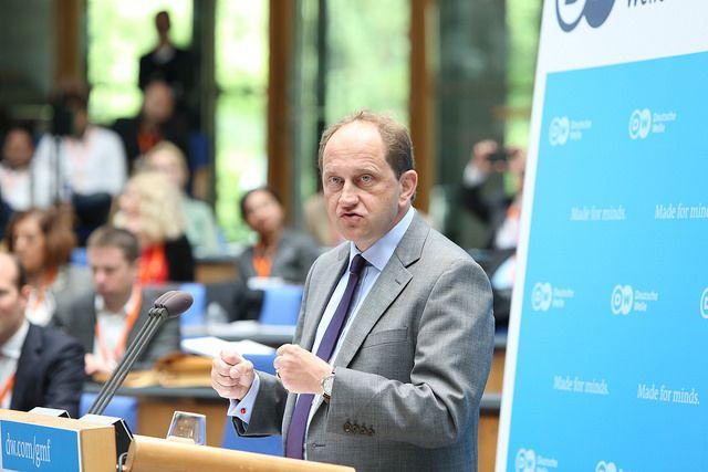 """Der FDP-Politiker Lambsdorff kritisiert Merkels Verständnis von Europapolitik. Die Union habe auch eine """"bockige Verweigerungshaltung"""" gegenüber einem Einwanderungsgesetz, welches Deutschland dringend benötigt.        Von Redaktion        Der Vizepräsident des Europäischen Parlaments, Alexander Graf Lambsdorff, hat der Bundesregierung ein miserables"""