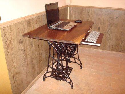 Treadle Sewing Machine Computer Desks       ♪ ♪ ... #inspiration #diy GB http://www.pinterest.com/gigibrazil/boards/