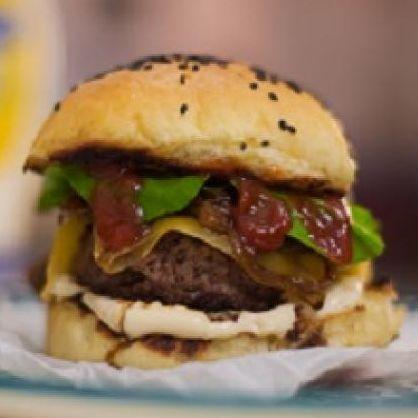 Receita Hambúrguer de Picanha e Bacon com Cebolas Caramelizadas