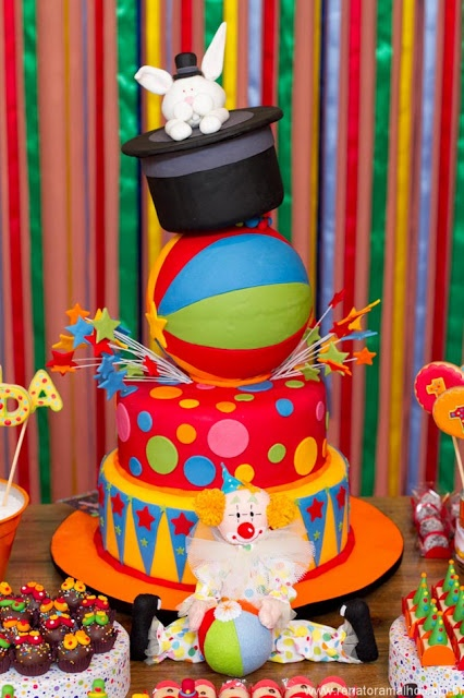 gorgeous circus party cake