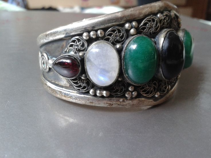 Big Indian Silver cuff bracelet w. moonstone, onyx and other gemstones