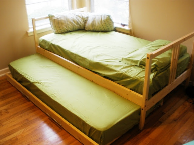 IKEA Hackers: Two Fjellse Twin Beds into a Trundle - kids rooms bed problem SOLVED! :D