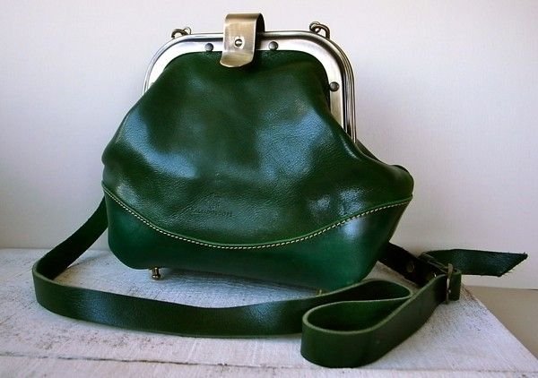 It is a bag of pouch bracket I made. I used the soft leather of oil finish. http://www.iichi.com/listing/item/247013