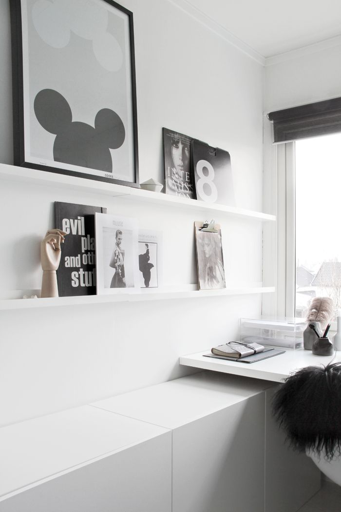 Via Stylizimo | Home Office | Black and White | Vignelli Calendar