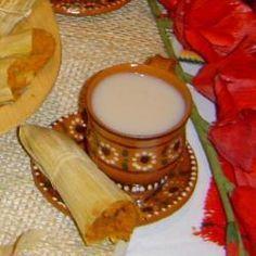 Atole de guayaba listo en 35 minutos! 3 Litros de Agua, 1 trozo de canela, 5 cucharadas de fecula de maiz disuelta en agua fria, 2 1/2 tazas de azucar, 600 gramos de guayaba, 1 pizca de bicarbonato, 1 taza de agua para licuar las guayabas, 3 latas de leche evaporada.