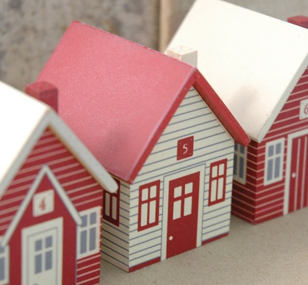 East of India Red and Cream Advent Houses. (Advent Village Code 3334)