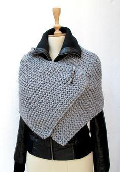 Tricot Capelet, Poncho, tricot, tricoté, envelopper gris Pin sportive Chunky broche perlée