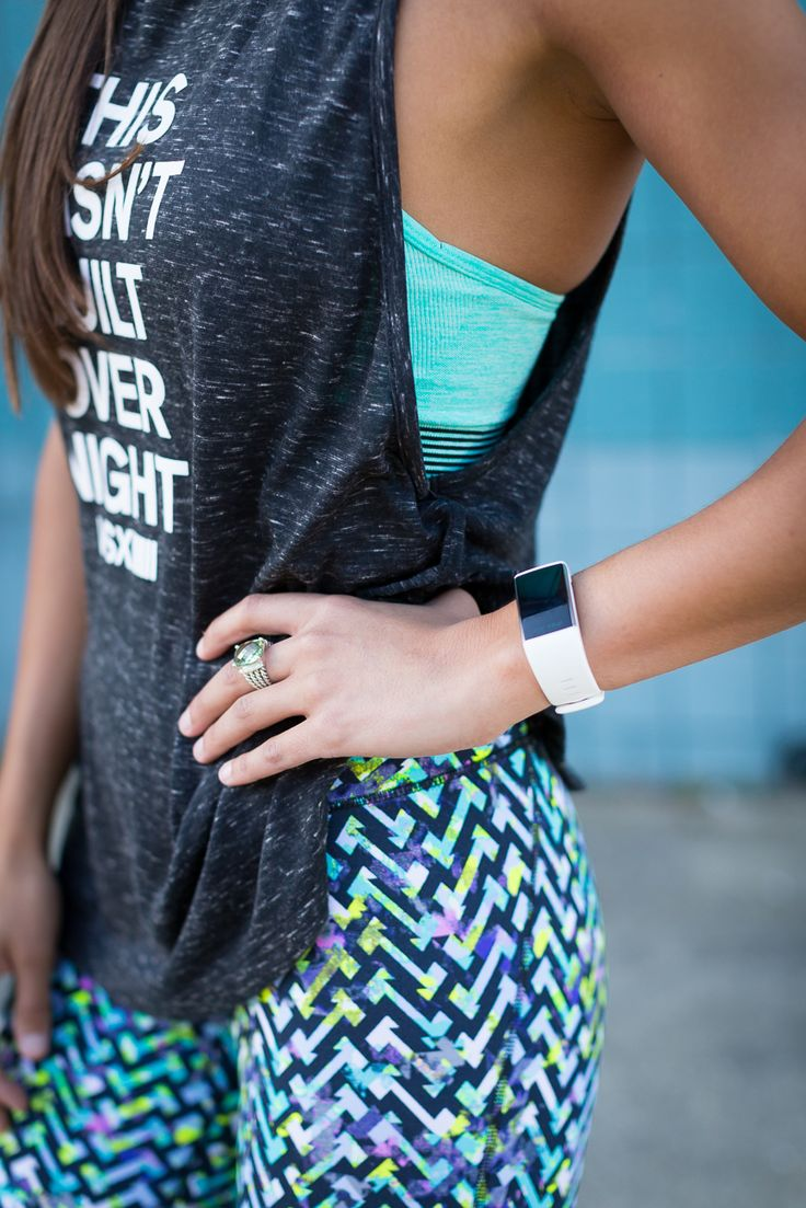 printed workout leggings, bright activewear, nike roshe sneaker, nike running shoes, weekly workout routine, leg exercises, abs exercises, fitness outfit // @asoutherndrawl
