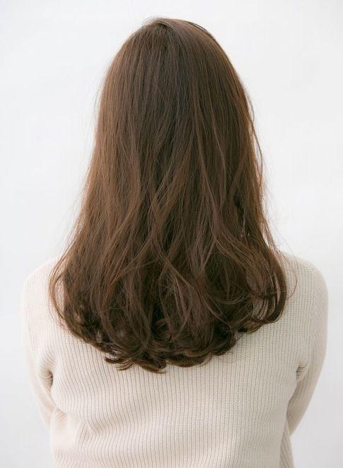 ナチュラルな大人重めセミロングはウェーブのパーマで簡単スタイリング☆パーマの種類は髪質に合わせて提案させていただきます!