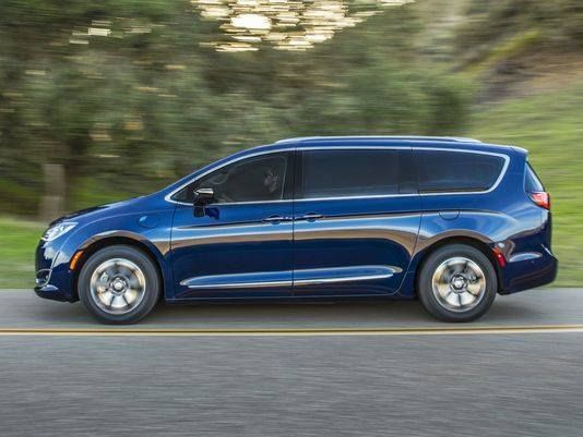 """From the #DetroitFreePress - """"FCA says long-awaited #Pacifica #Hybrids are on the way"""" - Read more: http://on.freep.com/2pS8H0H #FieldsCJDR #Sanford #Florida"""