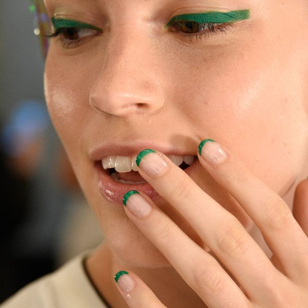 green french mani + liner at monique lhuillier spring 2016