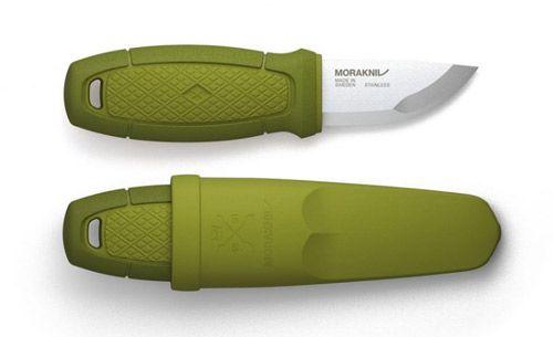 Fabriqué en Suède, Eldris est un couteau à lame fixe, au format poche, remarquable pour sa polyvalence. En effet, il se glisse facilement dans la poche ou s'accroche autour du cou, pour l'avoir ainsi toujours à portée de main. Un couteau de taille « format de poche » qui s'emporte n'importe où et ce, pour vous accompagner dans toutes vos aventures… Car avec sa petite taille et son design épuré, Eldris devient vite un accessoire indispensable, pour la randonnée, en camping, au jardin...