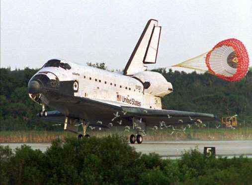 September 26, 1996: SHANNON LUCID RETURNS TO EARTH  American astronaut Shannon Lucid returns to Earth in the U.S. space shuttle Atlantis following six months in orbit aboard the Russian space station Mir. She was the first American woman to live in a space station.