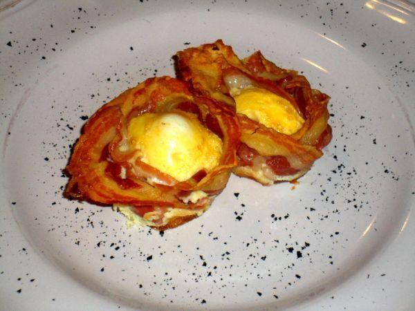 Cialde di pancetta croccante con uovo