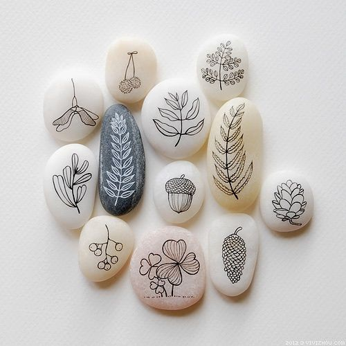 """painted fall foliage on rocks - can't locate a tutorial (site is Chinese?) but I think you could transfer with carbon paper (or pencil rubbed on back of pattern) and trace onto rock, then I would """"paint"""" with sharpie"""