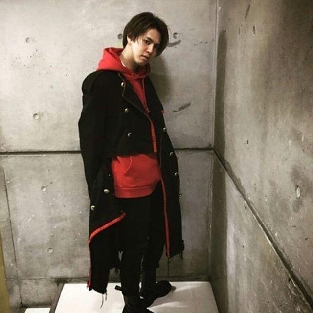 """79 次赞、 1 条评论 - Nami Akimoto (@mad_clown17) 在 Instagram 发布:""""Katayose-kun really match with red clothes and long coat~ #KatayoseRyota #GENERATIONSfromEXILETRIBE"""""""