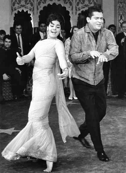"simplicitylovebeauty: "" Shammi Kapoor and Mumtaz dancing, ""aaj kal tere mere pyar,"" from Brahmachari 1968. """