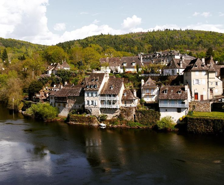 Another Picture from the holidays in France ����#spring #france #argentat #dordogne #river #city #correze #house #nature #photography #sun #wanderlust http://tipsrazzi.com/ipost/1506393106684203438/?code=BTnyIygAlGu
