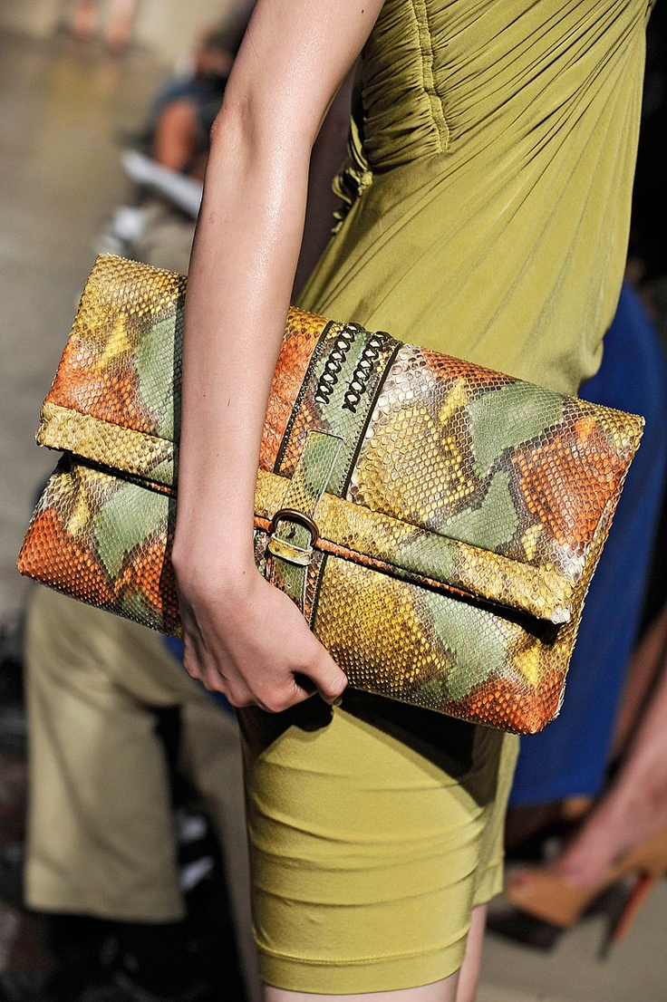Pinning this just to remind me of how easy it would be to MAKE a clutch similar to this.
