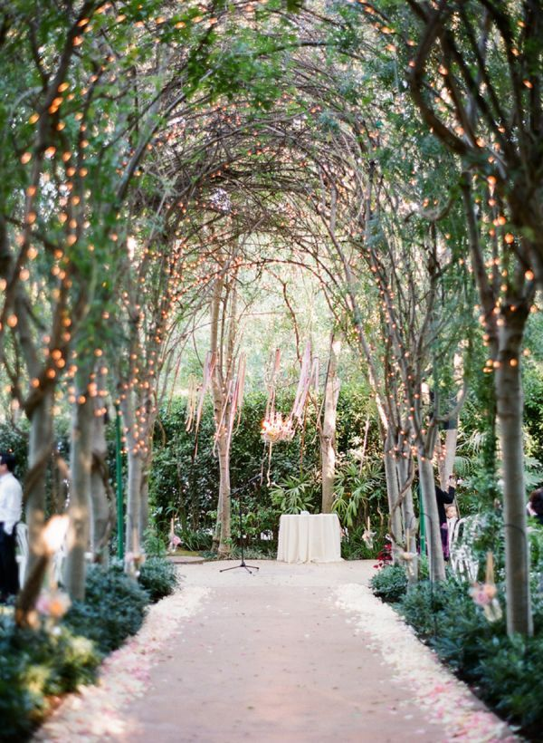 This is perfect for a nighttime wedding and who doesn't love the outdoors ?