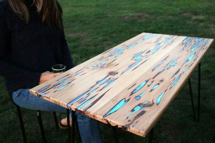 Glow in the dark table with bioluminescent resin